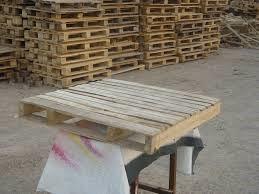 میز چوبی ساخته شده با پالت